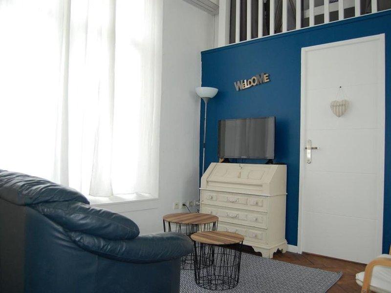 Gîte tout confort avec piscine chauffée et SPA privatif proche Royan, holiday rental in Montpellier de Medillan