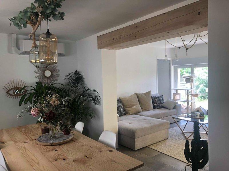 Petite chambre dans maison cosy avec 'Petit déjeuner', holiday rental in Venejan
