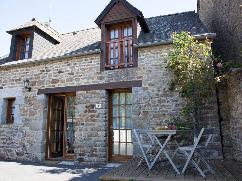 Maison entre Dinan et Saint Malo 6/8 pers Wifi, vélos, draps, linge inclus, holiday rental in Saint-Pierre-de-Plesguen