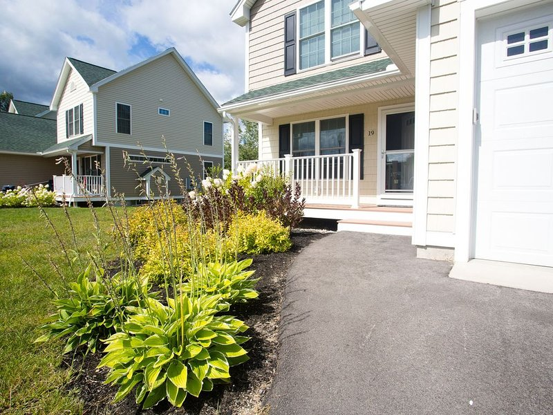 Great Townhouse close to Cranmore Ski Resort, Storyland & North Conway Village!, casa vacanza a Bartlett