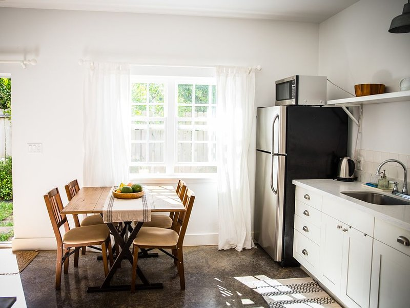 Kuau Cottage 1 Bedroom Clean, New apartment close to Ho'okipa and Paia, holiday rental in Paia