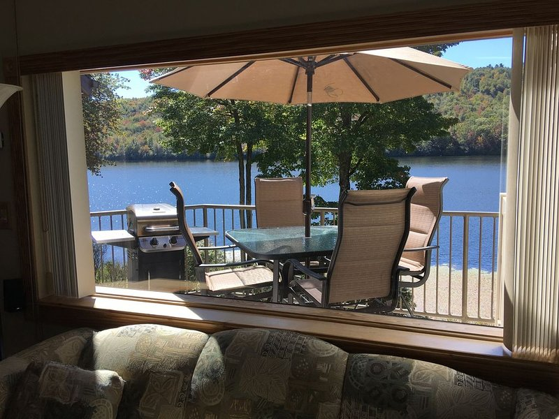 NOW AVAILABLE FOR A SAFE SUMMER GET-A-WAY - Big Boulder Lake Townhome, Sleeps 8, vacation rental in Pocono Mountains Region