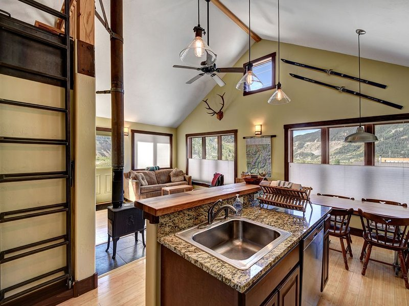 ⭐Silverton home w/ heated garage & ski tools!, vacation rental in Silverton