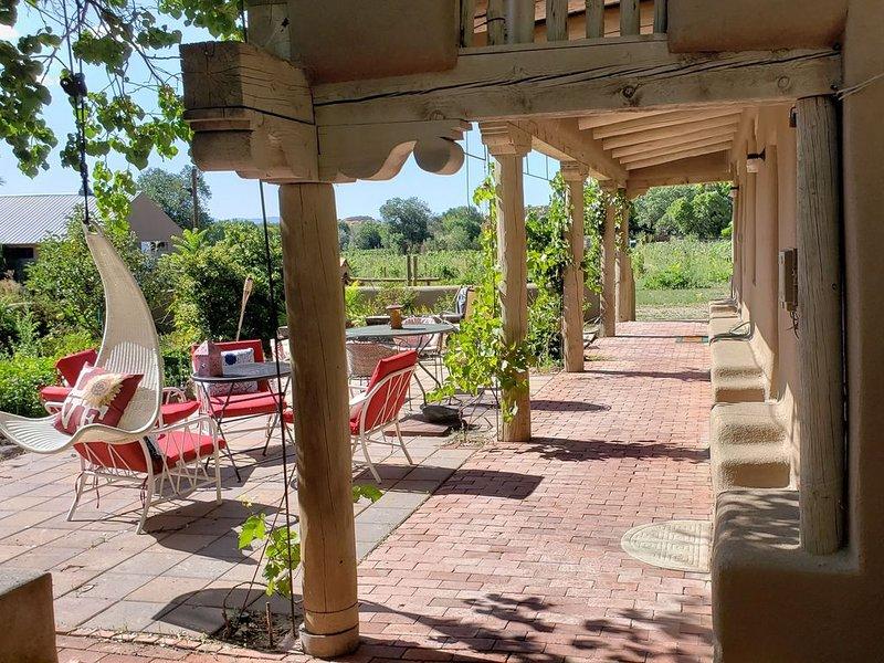 Vacation Casita Manzana (next to Vineyard in Nambe, Santa Fe County, NM), holiday rental in White Rock