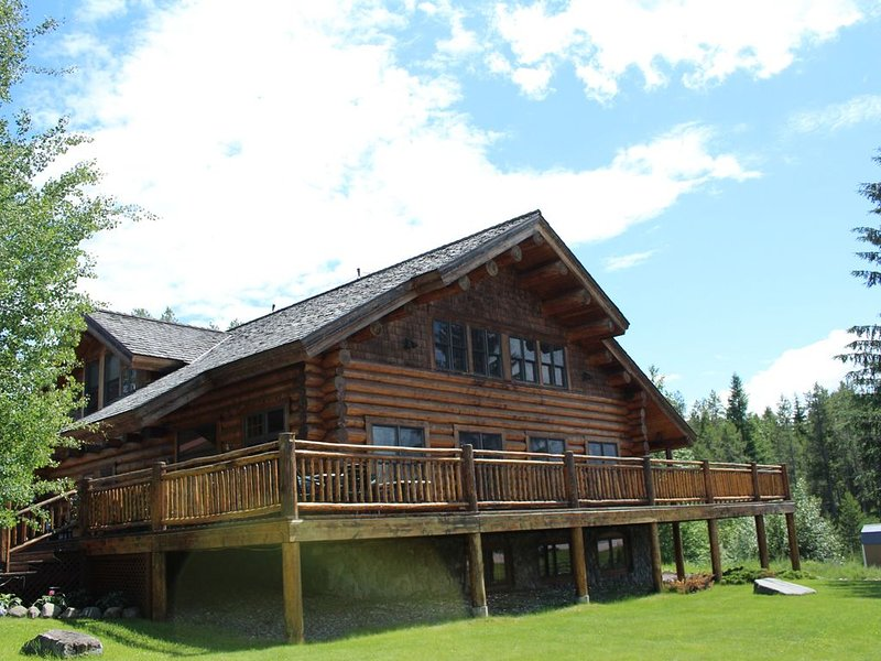1 Bedroom Lodge Rental, Sleep 4, 2 Minutes From West Glacier, alquiler de vacaciones en Parque Nacional Glacier