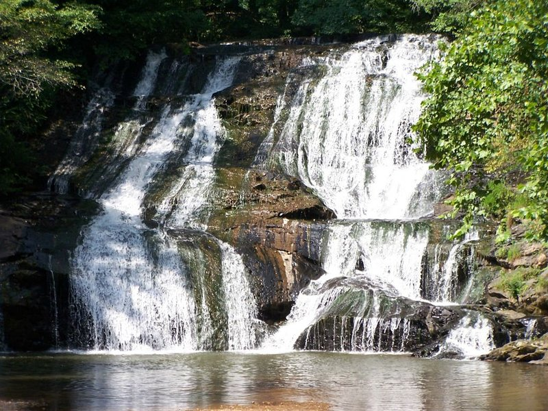 1950's Cabin On Cane Creek Above The Falls, holiday rental in Dahlonega