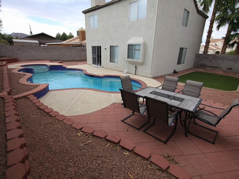 35% Off March and April - Splendid 3 Bed House With Pool and Spa!, location de vacances à Henderson