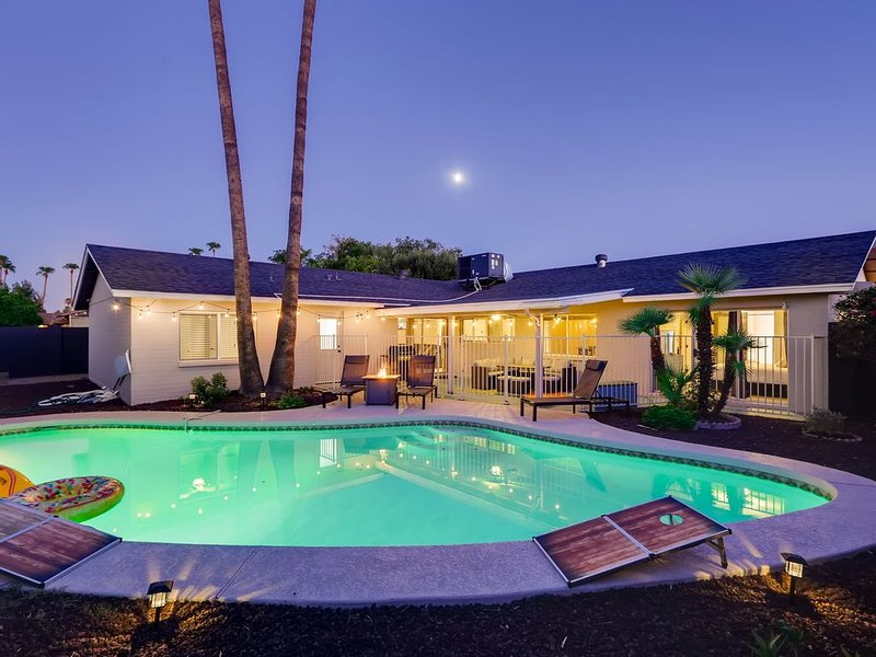 ☀︎Desert Destination Poolside Escape☀︎Near ASU♆, holiday rental in Tempe