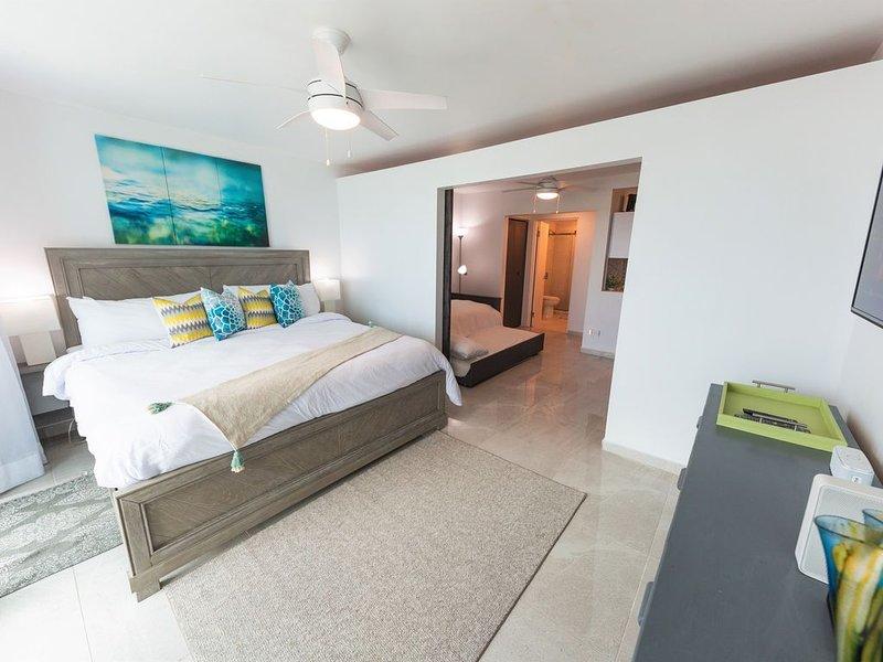 ESJ Towers (Mare) 1 BD. PH Ocean View LUX top location,Designer apt.Gorgeous!, aluguéis de temporada em Carolina