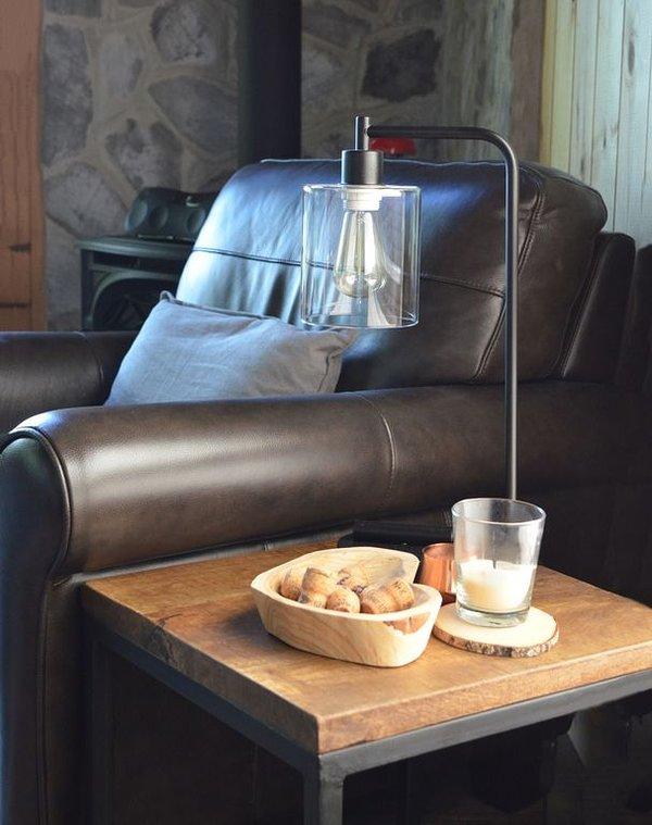 Coin salon avec cheminée à gaz