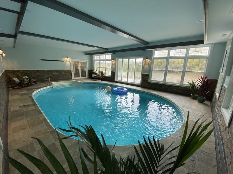 VT home with a PRIVATE INDOOR POOL - Stratton, Magic, Bromley, Okemo SLEEPS 12, holiday rental in Londonderry