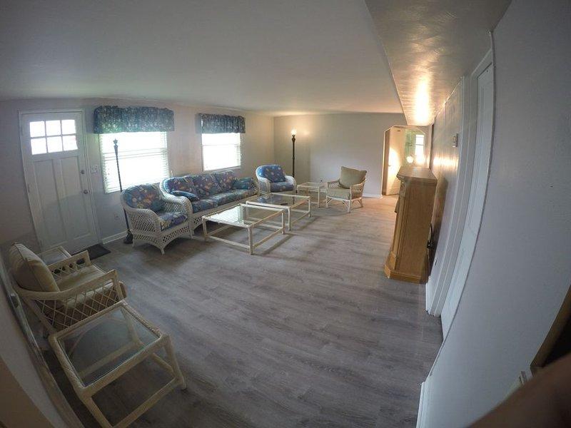Beach Vacation Home 1.5 Blocks from Beach, alquiler de vacaciones en Portsmouth