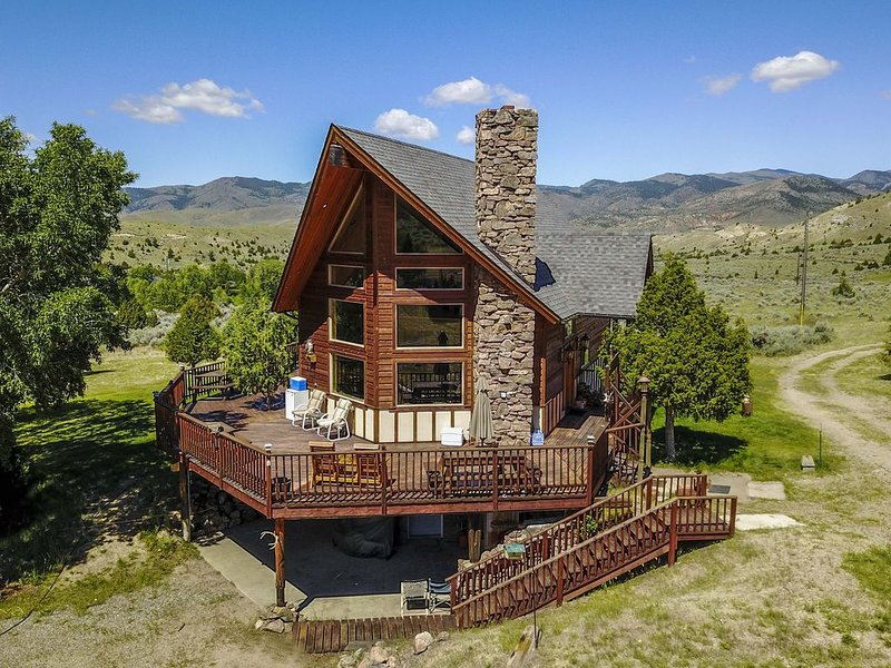 Beautiful Upper Ruby Valley Montana 3 Bedroom Home And Charming Sleeping Cabin, location de vacances à Sheridan