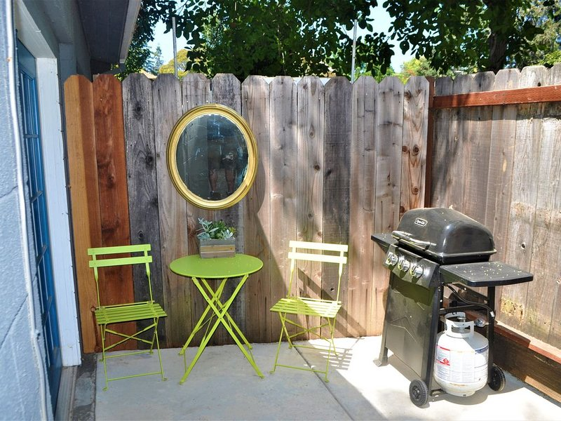 Cute, Modern Studio in the Heart of downtown Napa!, holiday rental in Green Valley