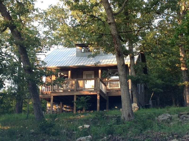 Family Friendly Fun! Near Branson. Relax-Quiet-Hike-Explore-Woods-Lake-Mountains, vacation rental in Omaha