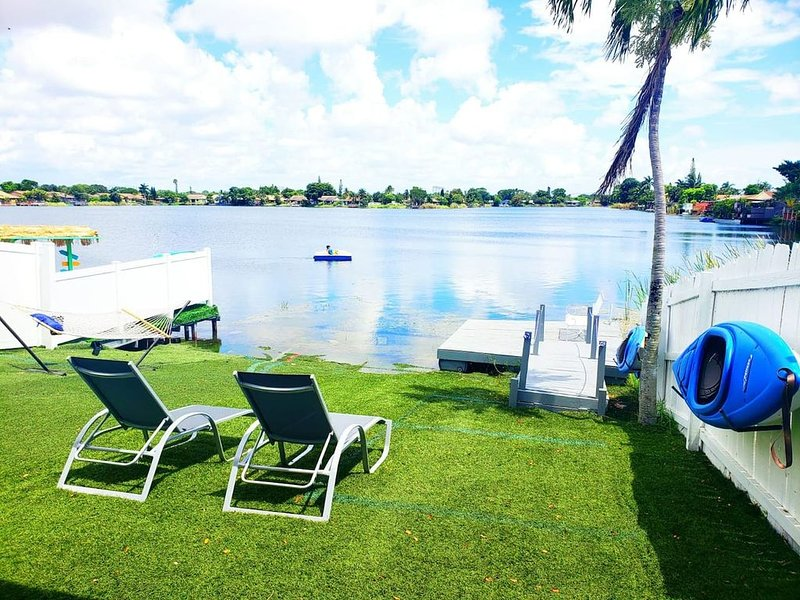 3/2 Lake House With Water Activities And Docking Area Near Hard Rock Casino, holiday rental in Dania Beach