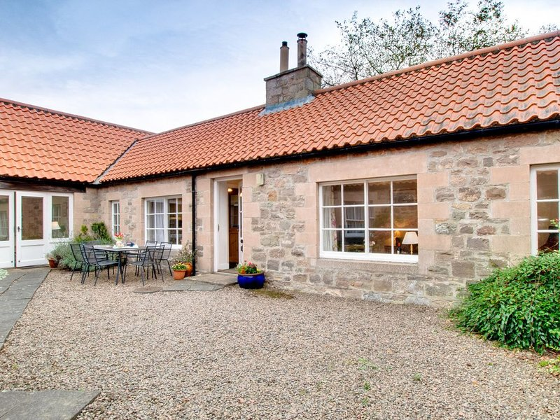 Glebe Court Cottage - Four Bedroom House, Sleeps 8, holiday rental in Brownieside