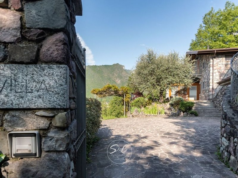 Chalet con bosco privato, holiday rental in Bossico