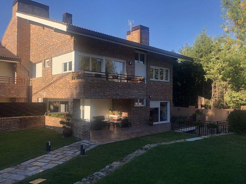CASA VillaCerrada, chalet independiente en Navacerrada, alquiler vacacional en Manzanares el Real