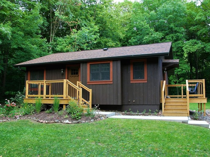 Arrowwood Lodge – Perfect for Couples, holiday rental in Cable
