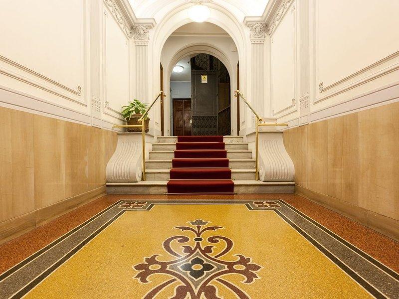 Top Suite Centro storico Roma Via Veneto Piazza di Spagna  2Bedr  2Bath Sleeps 5, holiday rental in Ladispoli