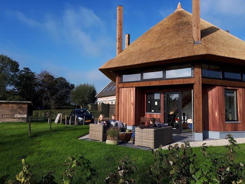 Stijlvolle nieuwe woning met prachtig uitzicht over weilanden., vakantiewoning in Delft