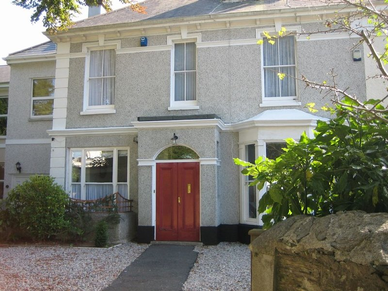 Stylish, comfortable apartment, with double bedroom and balcony, holiday rental in Plymouth
