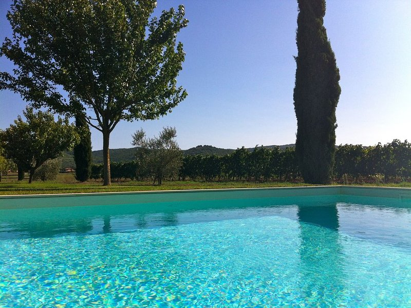 Unforgettable Sunsets, Private Pool, Soul-soothing Lavender and Olive Trees, casa vacanza a Orbetello