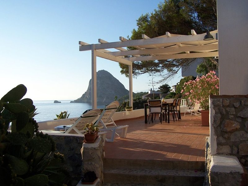 Villalauramarie-amazing seaview retreat with garden-62 reviews-25Km from Palermo, holiday rental in Bagheria
