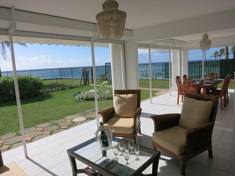 4* situation d'exception plage Ste Anne, jardin privé, piscine, wifi, parking, location de vacances à Sainte-Anne