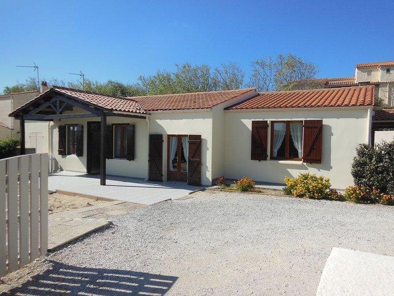 Maison individuelle  6 ( à 8 pers avec sup). ..100m de la plage de Matha, holiday rental in Ile d'Oleron