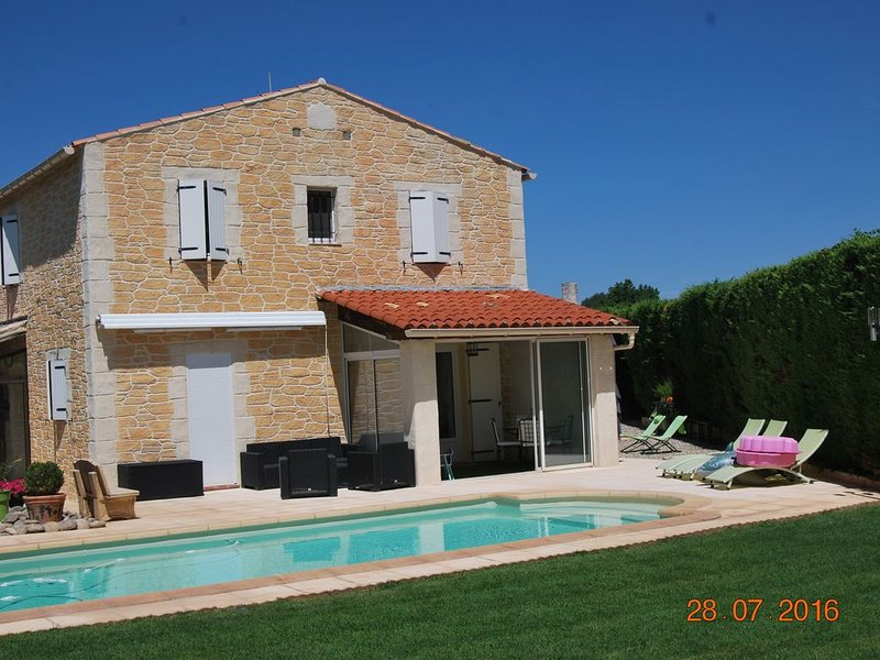 Belle villa au coeur de la Provence, location de vacances à Pourrieres