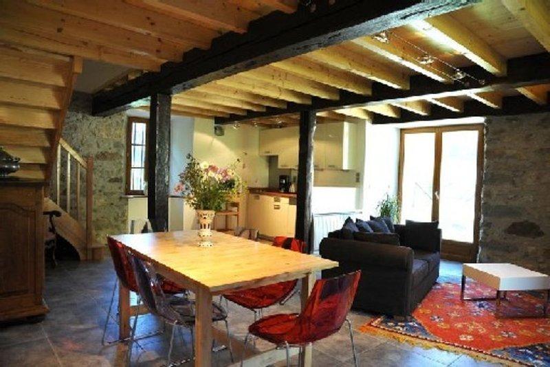 Logement dans authentique grange, au coeur de la vallee dAzun, vue montagnes, location de vacances à Hautes-Pyrenees