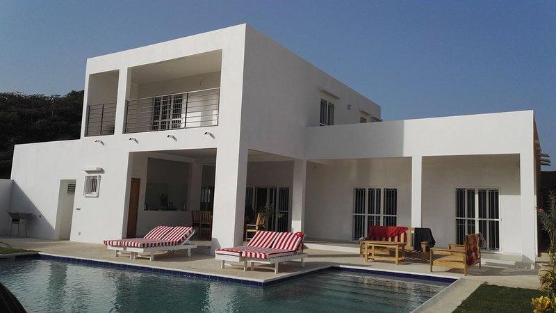 Superbe Villa Moderne  avec 3 chambres et piscine privée au cœur de SALY, alquiler vacacional en Senegal
