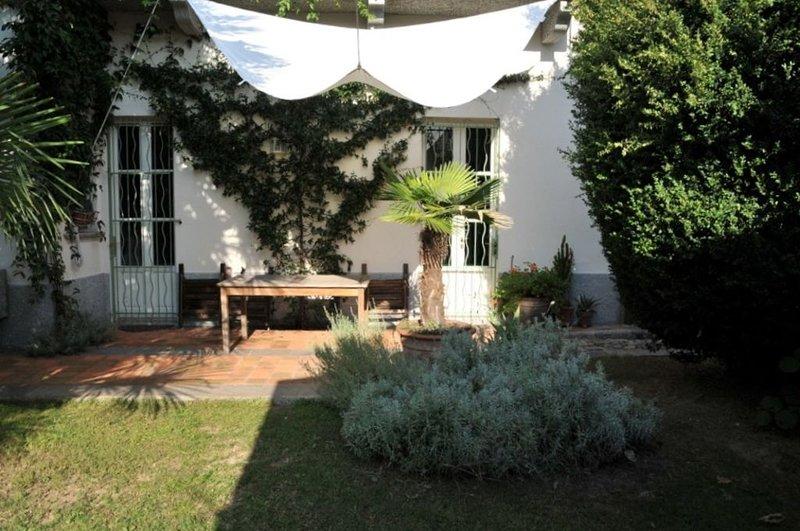 Entre Lac Majeur et Lac d'Orta, maison d'architecte sur jardin clos et ombragé., casa vacanza a Fosseno