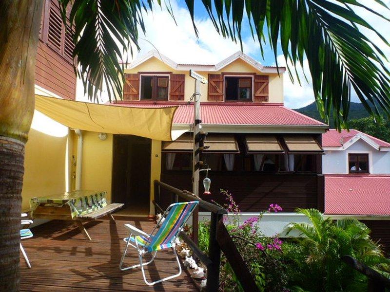 Location maison face réserve Cousteau, plage à 200 m, holiday rental in Mahaut