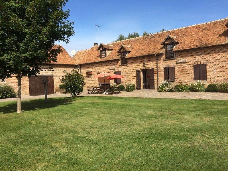 Gîte de charme  au sein d'une ferme sur propriété rénovée en pleine nature., holiday rental in La Ferte-Beauharnais