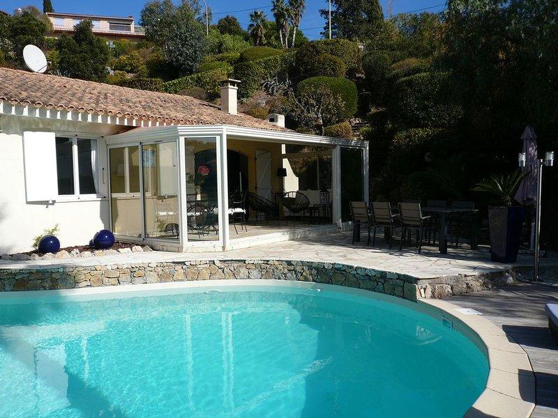 A 800m mer,jolie villa provençale,au calme,piscine,jardin dans le Golf St.Tropez, holiday rental in Les Issambres
