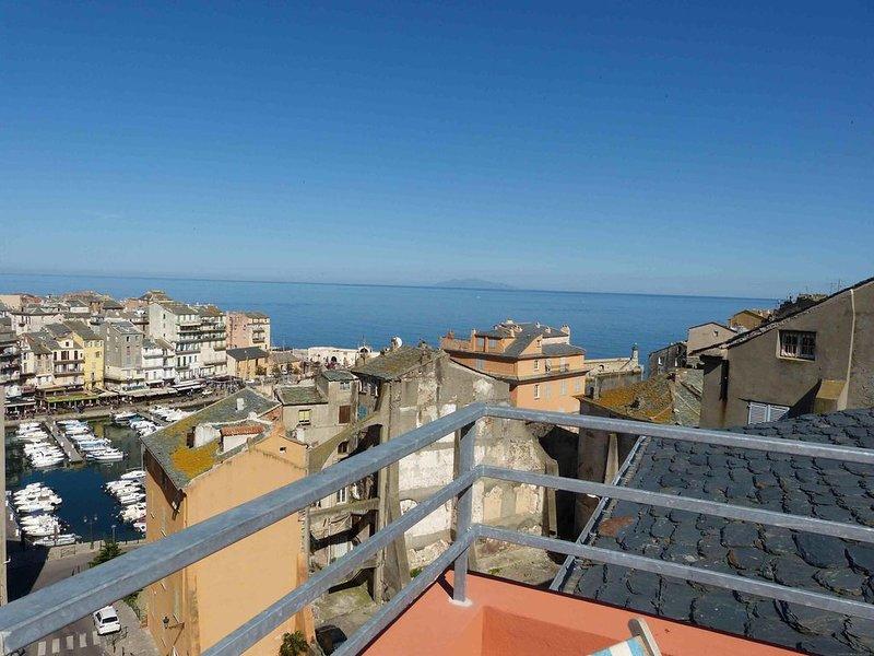 En surplomb du Vieux Port de Bastia, casa vacanza a Ville-di-Pietrabugno