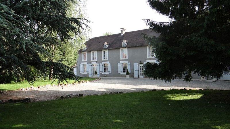 Maison de caractére 18°siécle 'Les Cédres', casa vacanza a Haute-Marne
