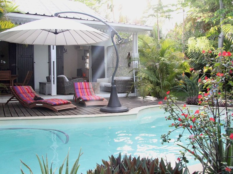 Maison Le Jardin du Lagon, location de vacances à La Saline les Bains