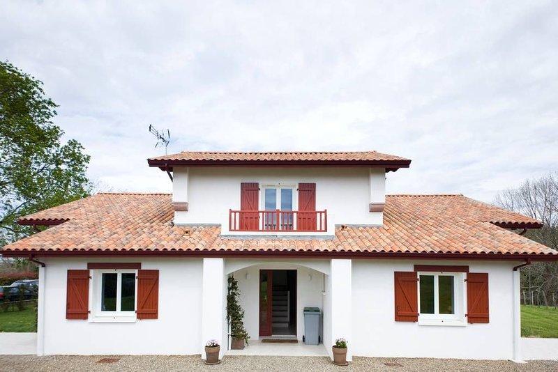 Haize Hegoa : Très bel appartement de 95 m2 clair, moderne et confortable., vacation rental in Ascain