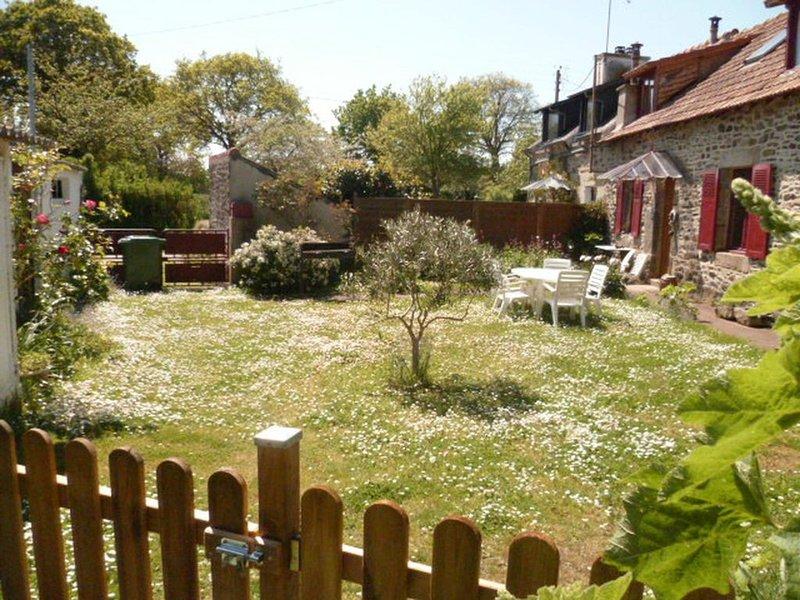 Jolie longère avec jardin clos, 3*.  Plages et golf des Ajoncs d'Or à proximité., vacation rental in Pleguien