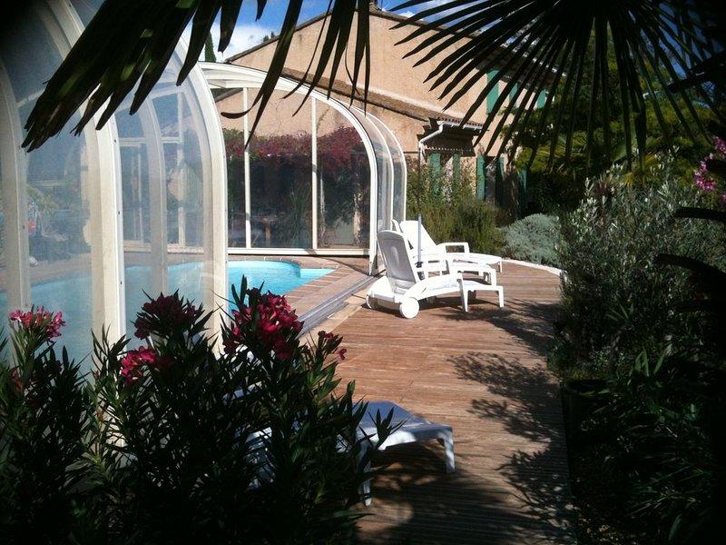 Vue panoramique sur le Luberon en Provence et piscine chauffée /10/11 pers/4clim, holiday rental in Apt