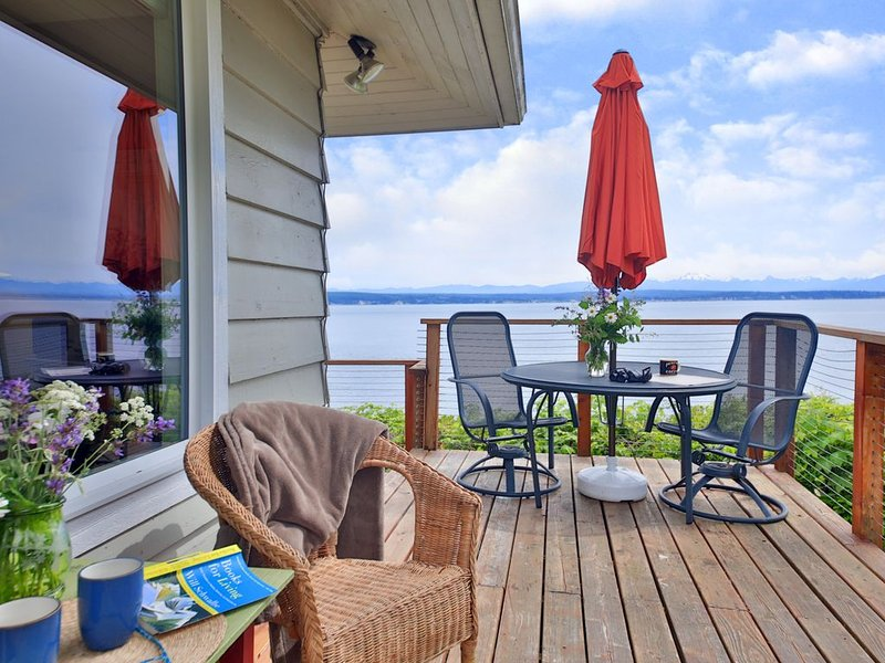 Your Private Sunny Waterfront Oasis, casa vacanza a Langley