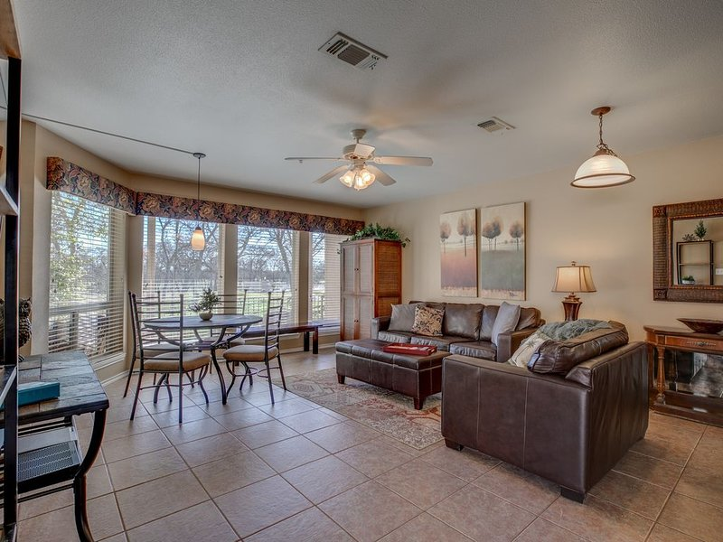 Your Heart's Desire: First Floor End Unit!, holiday rental in New Braunfels