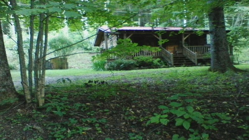Cozy, Private, Authentic Log Cabin, vakantiewoning in Maggie Valley