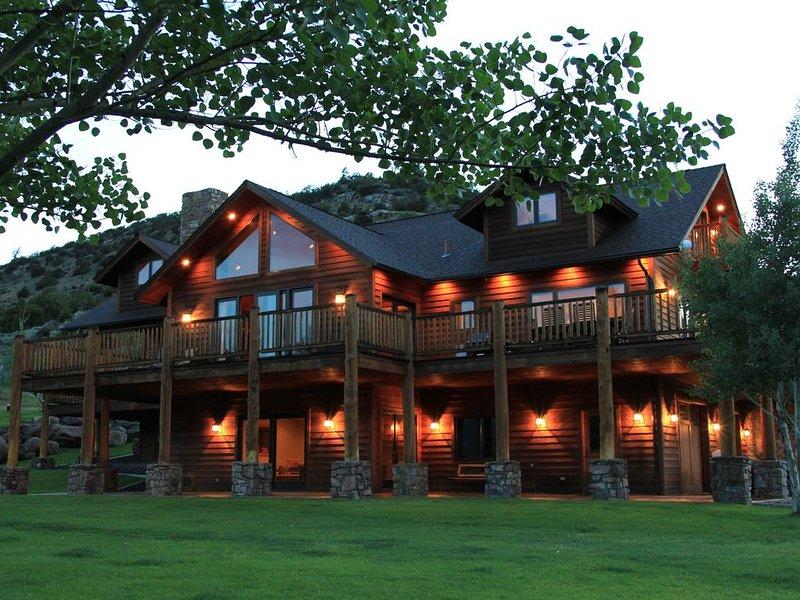 Elk Run Ranch...Come Enjoy the breath taking views of Paradise Valley!!, casa vacanza a Emigrant