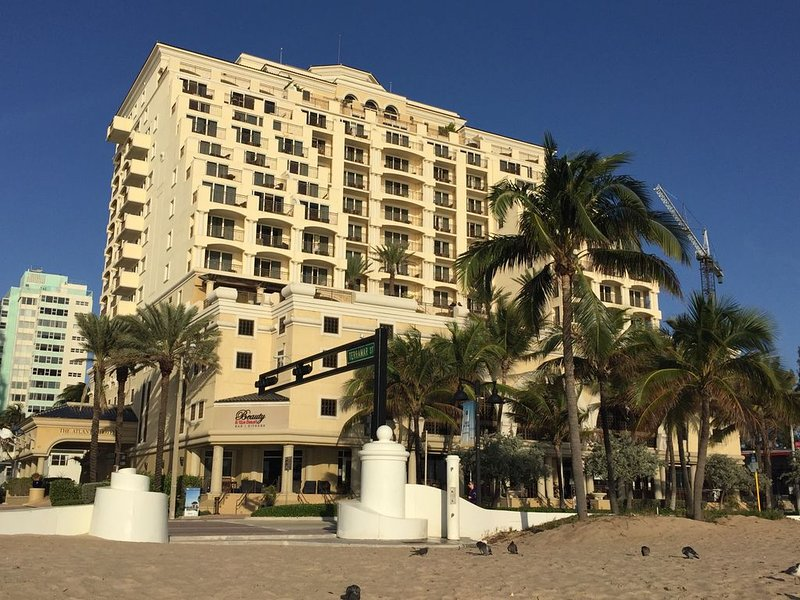 Oceanfront King Studio * 5 star Atlantic Hotel And Spa!, holiday rental in Fort Lauderdale