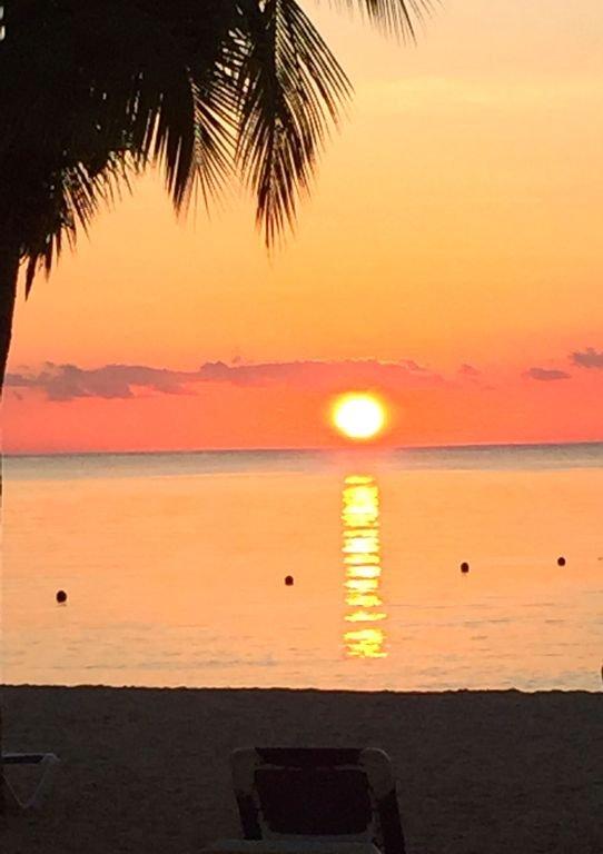 Ein weiterer atemberaubender Sonnenuntergang am Residencias Riff